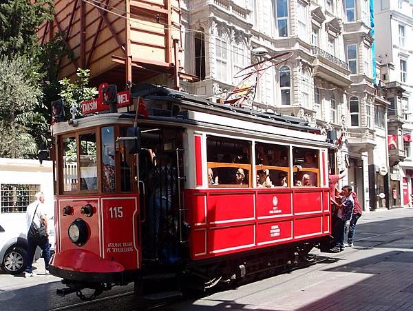 7.22伊斯迪克拉爾街  懷舊電車(16-1).JPG