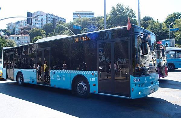 伊堡公車 (1).JPG
