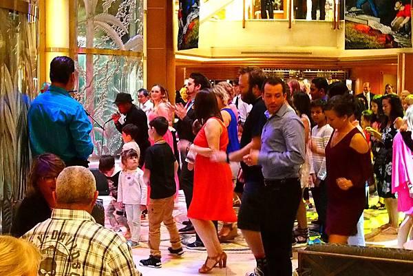 氣球派對熱舞.JPG