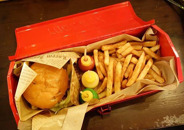 DSC00854 蜂蜜芥末醬、芒果優格醬以及番茄醬.JPG