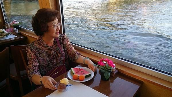 伏爾他瓦河遊船景 (2).JPG