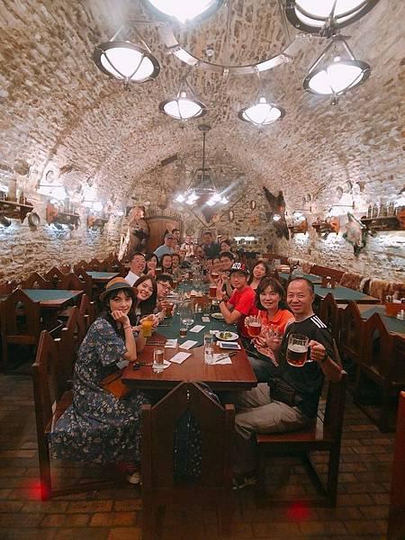 布拉格 地窖餐廳 (1).jpg