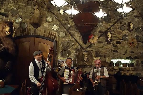 布拉格 地窖餐廳 (8).JPG
