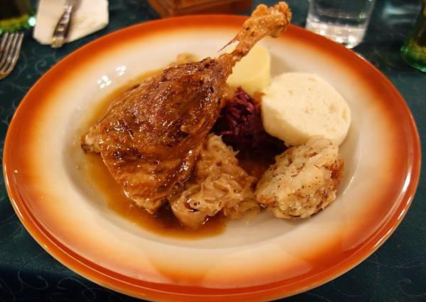 布拉格 地窖餐廳 (10).JPG