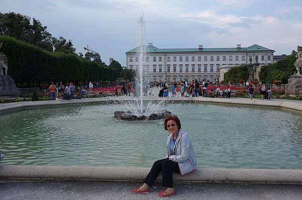 米拉貝爾花園 (4)中央噴泉.JPG