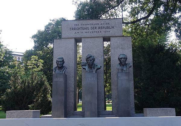 第一共和國紀念碑1.JPG