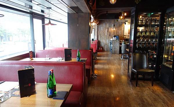 餐廳環境 (4).JPG