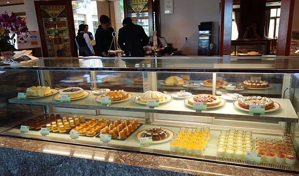 甜點櫃 (1).JPG