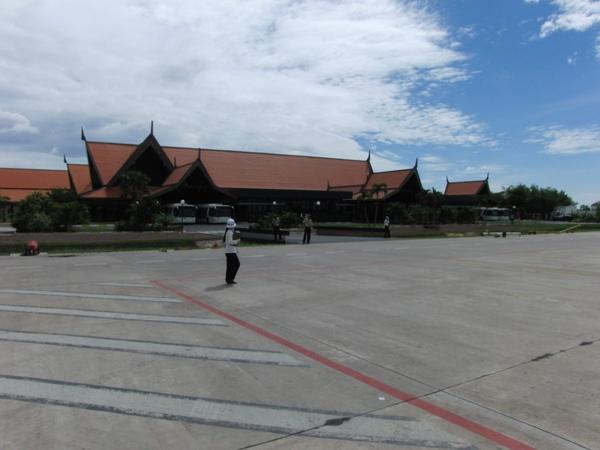 到達柬埔寨暹粒機場 (3).JPG