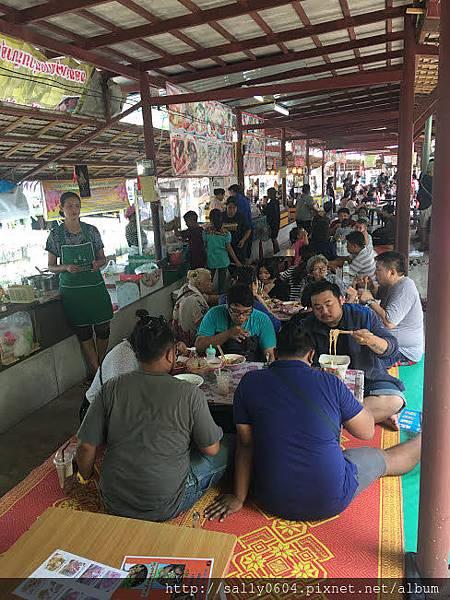 Bang Nam Phung floating market (1).JPG