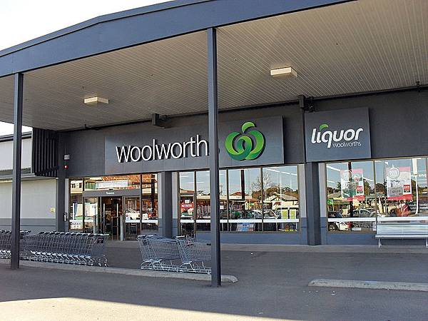 800px-Woolworths_Temora_01