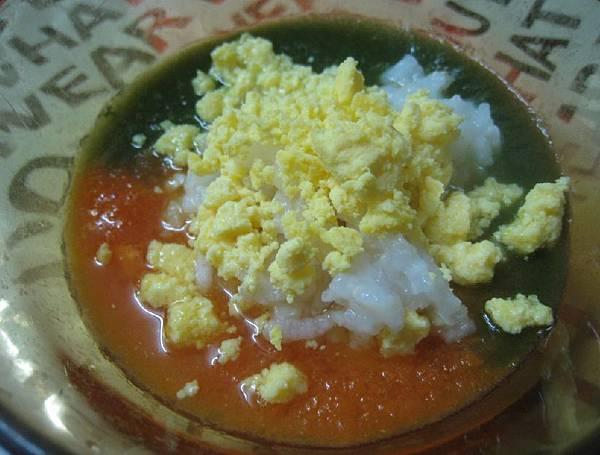 蛋黃紅蘿蔔番茄地瓜葉粥.jpg