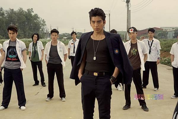 華聯國際提供04王大陸飾演校園裡的小霸王.jpg