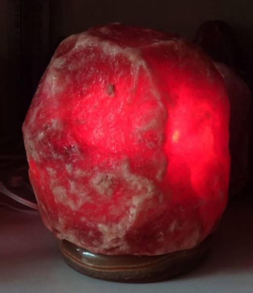 鴿血紅鹽鹽燈