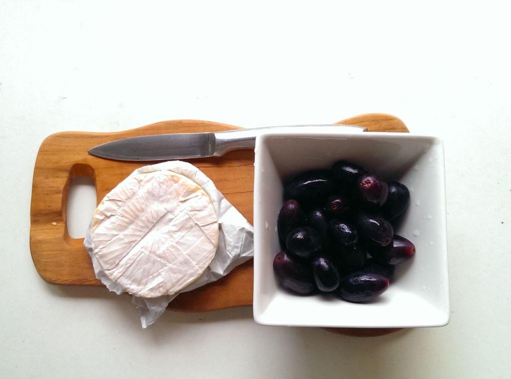 Camembert cheese佐黑無籽葡萄.jpg