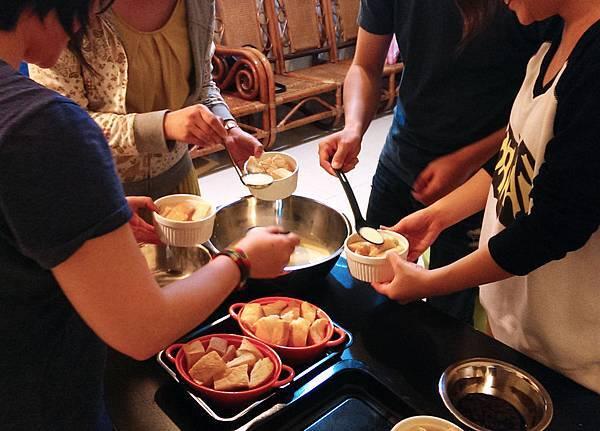 孤身廚房-〈烘焙〉麵包布丁《視覺挑戰東西軍-田園風vs.都會風》輕鬆出爐4.jpg
