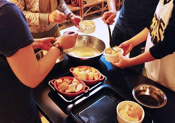 孤身廚房-〈烘焙〉麵包布丁《視覺挑戰東西軍-田園風vs.都會風》輕鬆出爐3.jpg