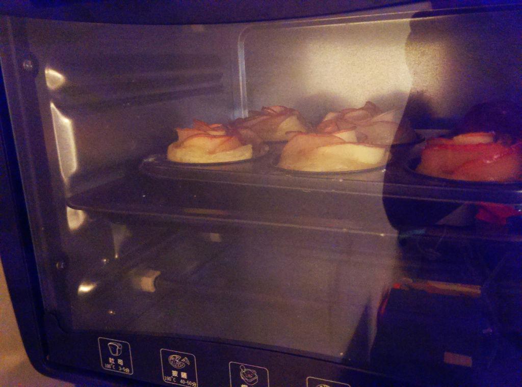 孤身廚房-【學料理】〈烘焙〉超方便!極簡單!蘋果玫瑰花捲12.jpg