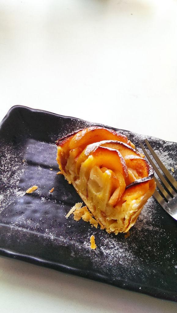 孤身廚房-【學料理】〈烘焙〉超方便!極簡單!蘋果玫瑰花捲20.jpg