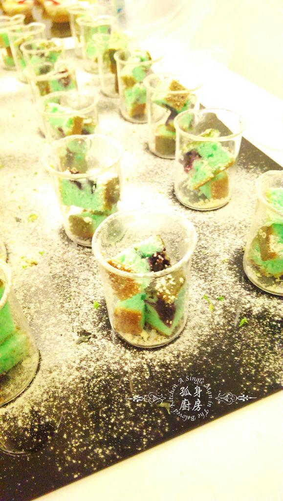 孤身廚房-藍色藍莓磅蛋糕6.jpg