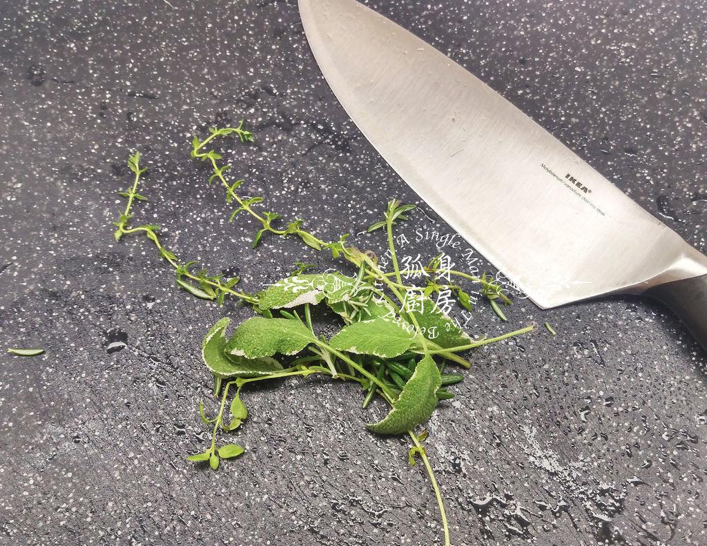 孤身廚房-義式綜合香料橄欖油蒸烤朝鮮薊18.jpg