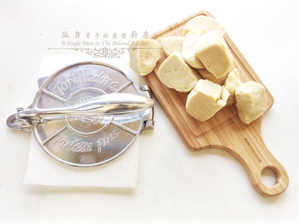 孤身廚房-墨西哥烤紅爐蝦酪梨芒果莎莎醬塔可(上)-自製麵粉版墨西哥薄餅皮Flour Tortilla9