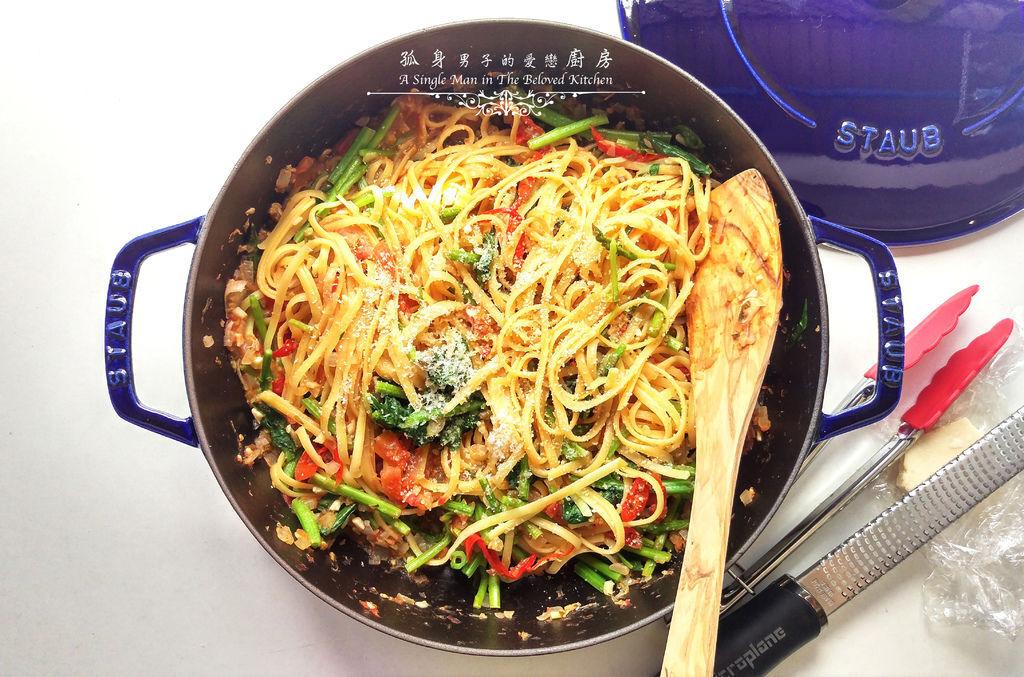 孤身廚房-一鍋到底!香辣蕃茄蘆筍菠菜義大利細扁麵