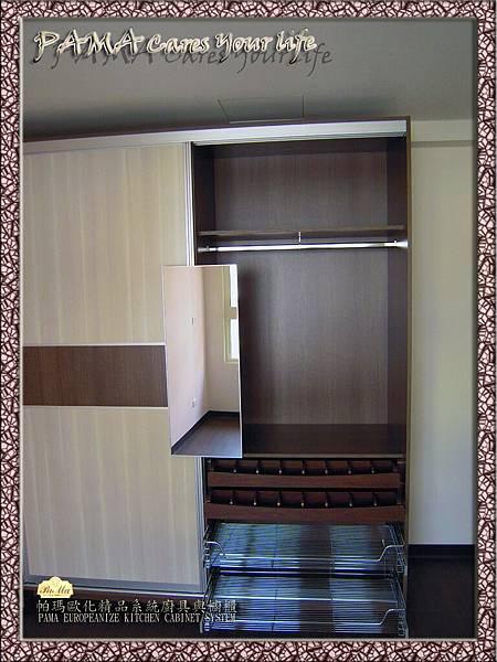 PM2012065-2衣櫃