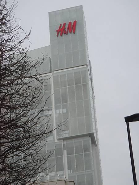 常說自已是日本通  居然不知原宿開了一開H&M 讚啦