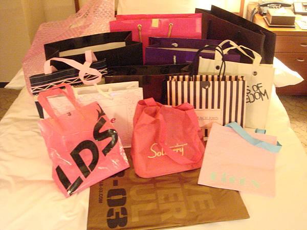 連袋子都是我收藏的戰利品