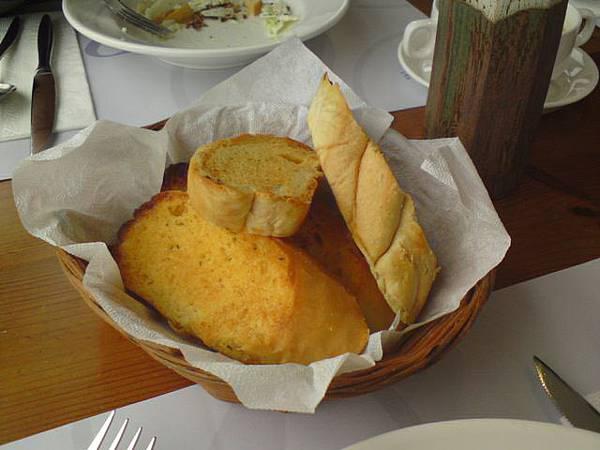 麵包*4人