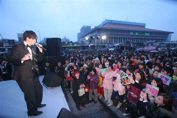 許多熱情歌迷朋友支持聖傑的活動!!