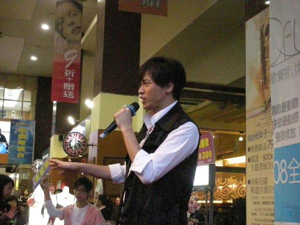 聖傑@宜蘭友愛百貨 簽唱會.JPG