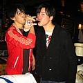 李聖傑與丹尼斯喝交杯酒.JPG