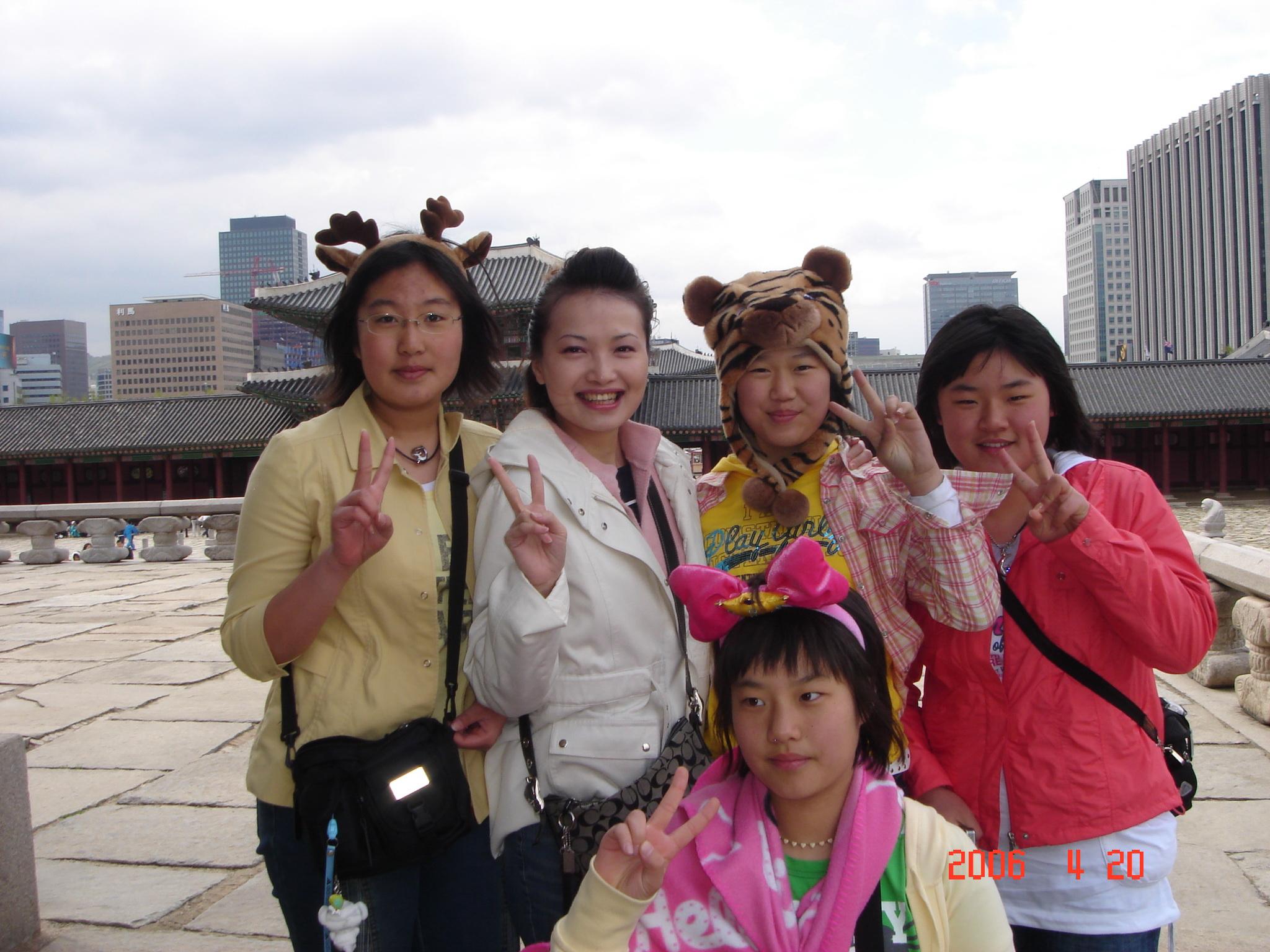 看清楚沒..韓國妹妹都是單眼皮ㄛ.jpg