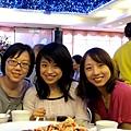昱安(左起).姑姑及欣瑩
