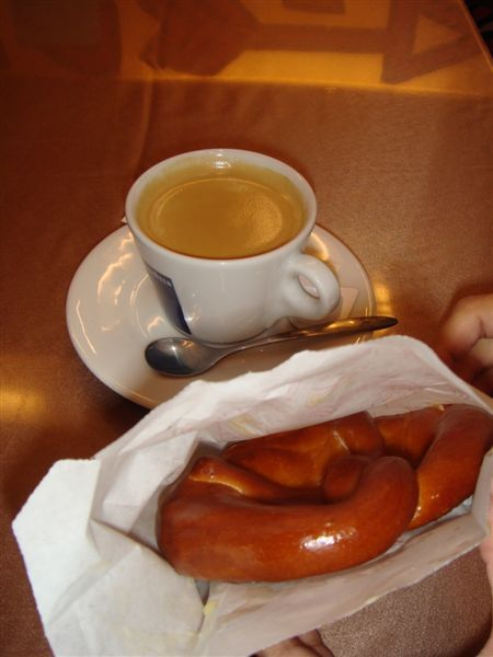 不太好吃的棲蘭特產麵包和咖啡