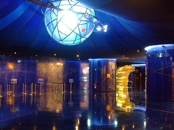 太陽劇團門口