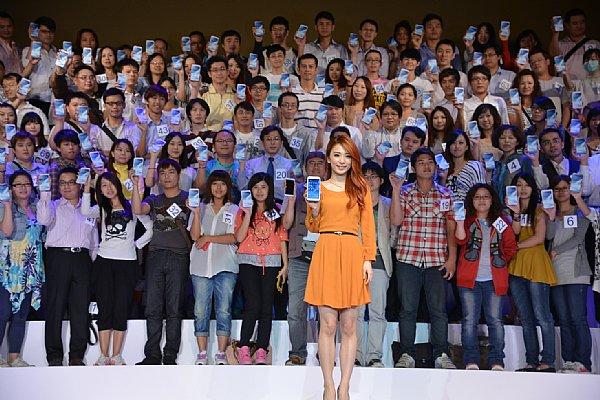 Hebe二度代言旗艦智慧型手機 Samsung GALAXY Note2 A