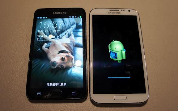 GALAXY Note(左)與GALAXY Note II(右)的外觀比較
