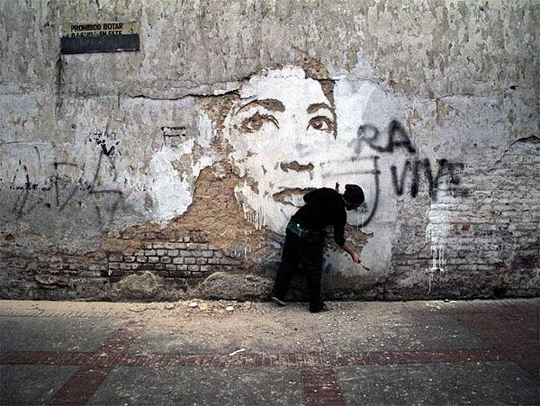 The-walls-of-Vhils-aka-Alexandre-Farto-yatzer-4