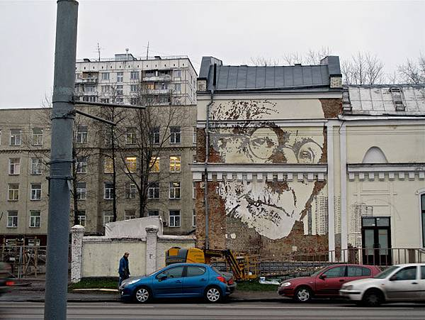 The-walls-of-Vhils-aka-Alexandre-Farto-yatzer-15
