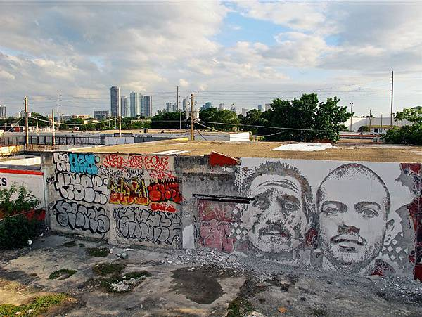 The-walls-of-Vhils-aka-Alexandre-Farto-yatzer-10