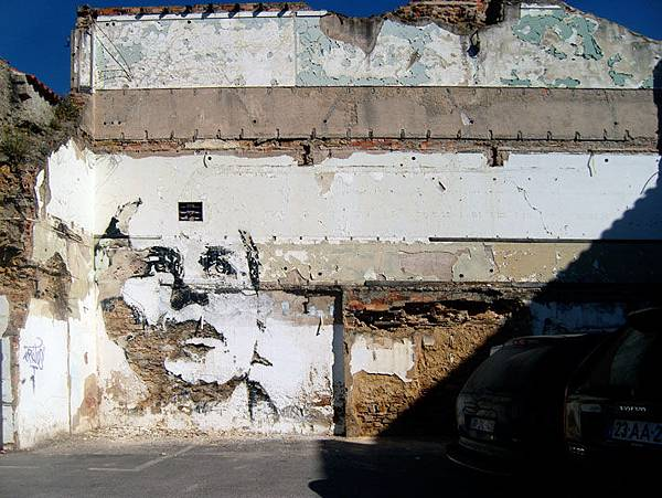 The-walls-of-Vhils-aka-Alexandre-Farto-yatzer-5