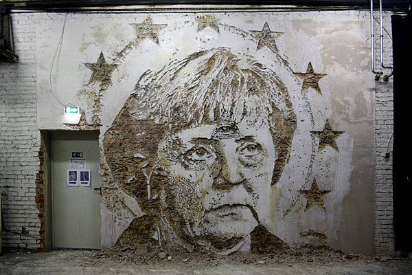 The-walls-of-Vhils-aka-Alexandre-Farto-yatzer-1