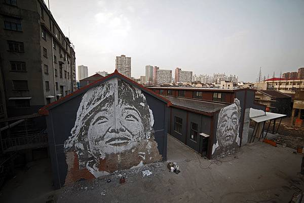 The-walls-of-Vhils-aka-Alexandre-Farto-yatzer-2