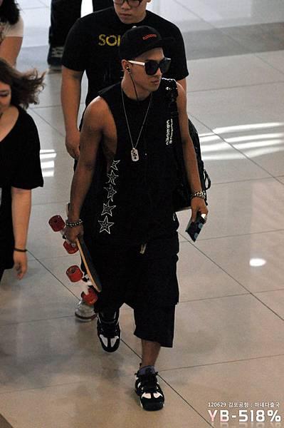 bigbangupdates taeyang gimpo airport_007