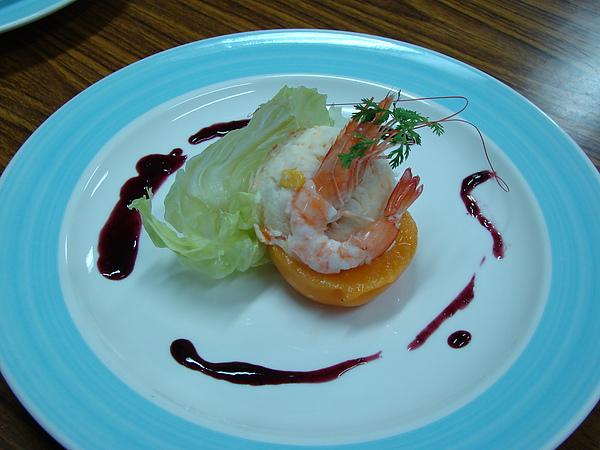 鮮蝦洋芋蜜桃沙拉佐藍梅SauCe