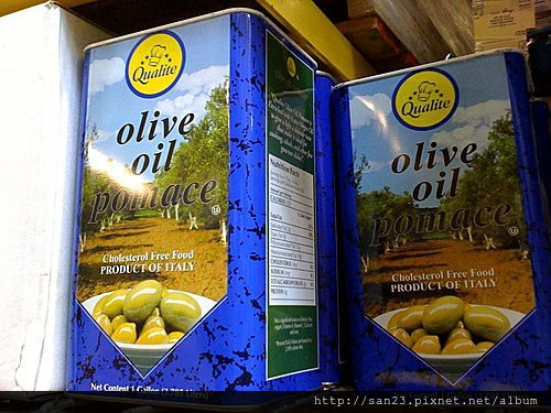 橄欖油榨油後用化學溶劑泡出來的油叫Pomace