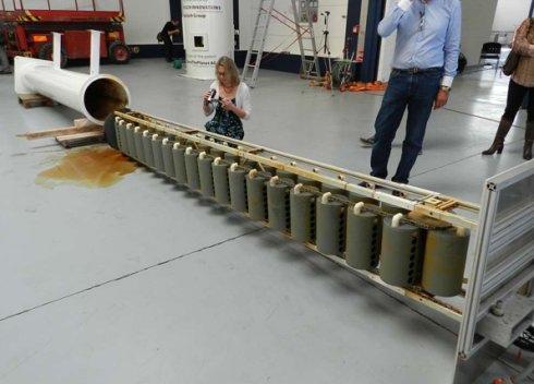 圖6 KPP發電機的內部構造,是由浮筒和鏈輪組成的在水中循環運行的機構.jpg